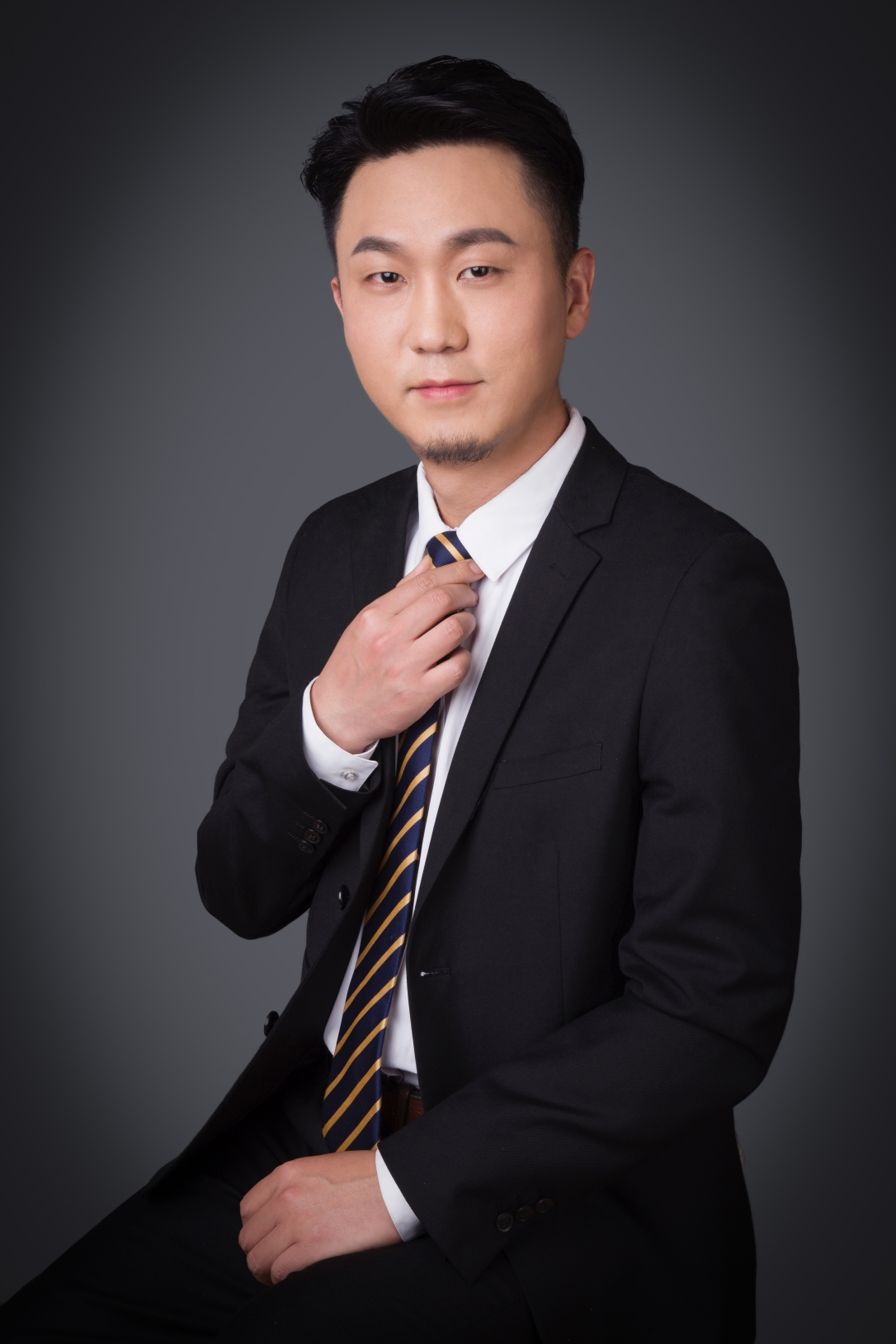 Photo-He Huang
